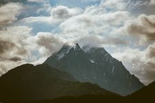 Free Mountain Under Cloudy Sky Stock Image - 117112971