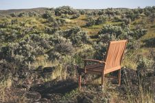 Free Brown Wooden Bench On Green Grass Field Stock Photos - 117112973