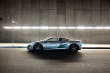 Free Silver Mclaren 650s Convertible Coupe On Gray Concrete Road Stock Photography - 117200452