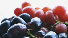 Free Red Grapes In Closeup Photography Stock Photo - 117200590