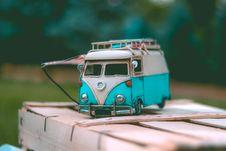 Free White And Teal Volkswagen Van Die-cast Model Stock Photo - 117352520