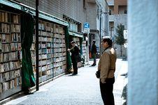 Free Man Wearing Brown Jacket Royalty Free Stock Image - 117352786
