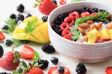 Free Fruit Salad In White Ceramic Bowl Royalty Free Stock Photos - 117352798