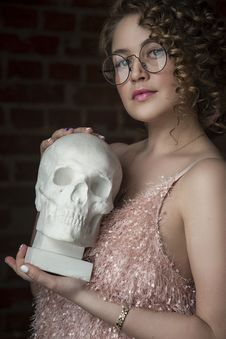 Free Woman Holding Skull Replica Royalty Free Stock Photography - 117420987