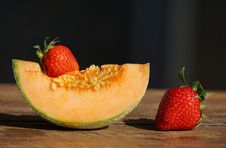 Free Red Strawberries And Cantaloupe Royalty Free Stock Photos - 117420988