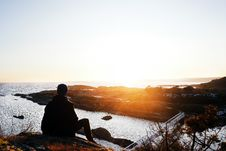 Free Silhouette Photo Of Person Sitting Near Cliff During Golden Hour Royalty Free Stock Photo - 117421055