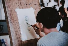 Free Person Making Some Human Sketch Stock Images - 117486154