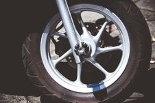 Free Silver Motorcycle Rim And Tire Royalty Free Stock Photo - 117486215
