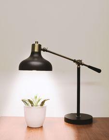 Free Black Metal Desk Lamp Royalty Free Stock Photography - 117486297