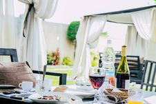 Free Table Full With Plate Of Foods, Wine Bottle, And Mugs Royalty Free Stock Images - 117486299