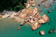 Free Aerial Photography Of Brown Rocky Shoreline Royalty Free Stock Photo - 117486325