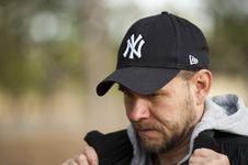 Free Man Wearing New York Yankees Cap Royalty Free Stock Images - 117536849