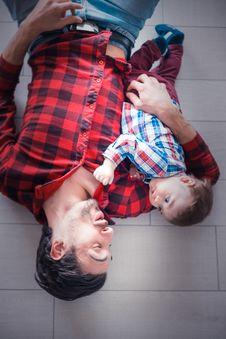 Free Baby Lying On Man S Arm Stock Image - 117536921