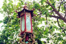 Free Red And Brown Light Post Under Green Leaf Tree Stock Photos - 117608443