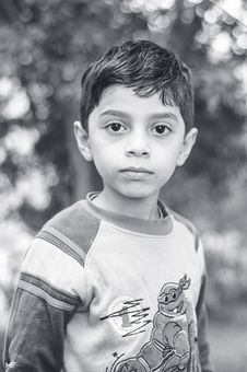 Free Grayscale Photo Of Boy Wearing Long-sleeved Top Royalty Free Stock Images - 117608609