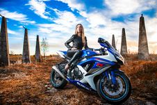 Free Woman In Black Leather Jacket Sitting On Blue And White Suzuki Gsx-r Royalty Free Stock Images - 117689029