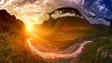 Free Sunset In Middle Of Two Brown Mountains Stock Photo - 117689110