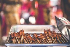 Free Grilled Meats In Stainless Steel Chafing Dish Stock Image - 117689251