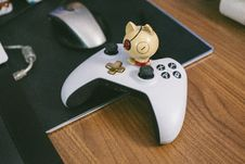 Free White And Black Game Controller Royalty Free Stock Images - 117689399