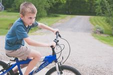 Free Boy Rides Blue Trek Bike At Daytime Royalty Free Stock Photography - 117767807