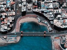 Free Aerial View Of Bridge And City Royalty Free Stock Photos - 117768018