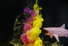 Free Pink And Yellow Ink Underwater Art Beside Shark Toy Royalty Free Stock Images - 117852729