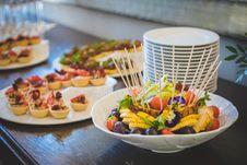 Free Fruit Salad In White Ceramic Bowl Near Plates Stock Photos - 117852843