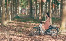 Free Woman Riding Underbone Motorcycle Between Trees Stock Images - 117852874