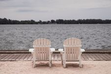 Free Two White Lounge Chairs Beside Body Of Water Royalty Free Stock Photo - 117853005