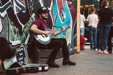 Free Man Playing Black Cutaway Guitar Royalty Free Stock Images - 117917369