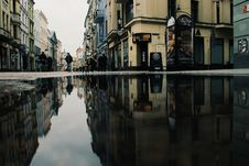 Free Reflection Of Buildings On Puddle Stock Photo - 117917400