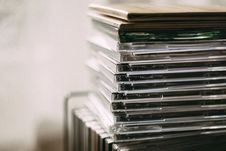 Free Pile Of Assorted Cd Cases Royalty Free Stock Photography - 117917437