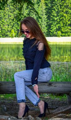 Free Woman Wearing Black Cold-shoulder Top And Blue Denim Jeans Stock Photography - 117989092
