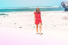 Free Woman Wearing Red Romper On Beach Royalty Free Stock Photos - 117989118
