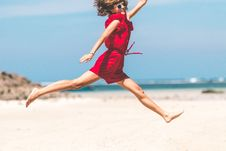 Free Woman In Red Jumping Royalty Free Stock Images - 117989139