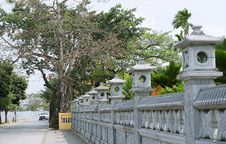 Free Green-leafed Tree Beside Gray Concrete Baluster Royalty Free Stock Images - 117989169