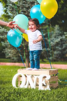 Free Toddler Standing On Wooden Crate Stock Photos - 117989253
