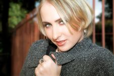 Free Young Blond Woman In Gray Wool Jacket And Pearls Royalty Free Stock Images - 1184699