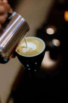 Free Close-up Photography Of Latte Art Making Stock Photography - 118112132