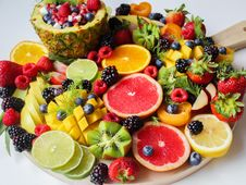 Free Sliced Fruits On Tray Stock Photos - 118112173