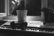 Free Grayscale Photography Of Electronic Keyboard Near Window Royalty Free Stock Photo - 118112175