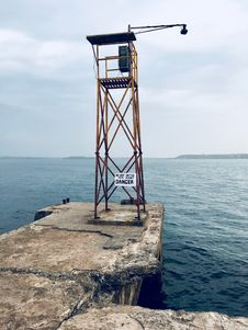 Free Watch Tower With Lamp Near Body Of Water Royalty Free Stock Image - 118221486
