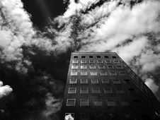 Free Low-angle Photography Of Concrete High-rise Building Under Cloudy Skies Royalty Free Stock Photo - 118221775