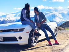 Free Couple Near White Chevrolet Coupe Royalty Free Stock Photography - 118290647