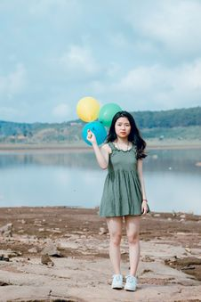 Free Woman Holding Three Balloons Stock Photos - 118386293
