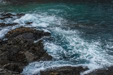 Free Brown Rock In Body Of Water Stock Images - 118464454
