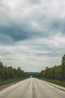Free Empty Blacktop Road Under Cloudy Sky Royalty Free Stock Photos - 118464468