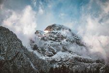 Free Snow-covered Mountain Peak Royalty Free Stock Photo - 118464515