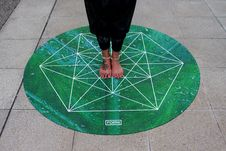 Free Person Standing On Green Round Mat Royalty Free Stock Photo - 118464605
