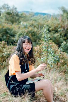 Free Woman Wearing Black Romper Sitting On Grass Royalty Free Stock Photography - 118464647